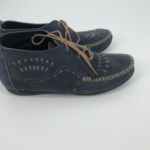 Vintage blue Minnetonka Chukka booties lace up 8
